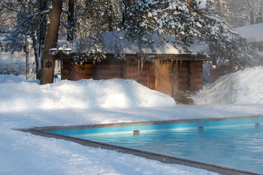 Mantener la piscina en invierno